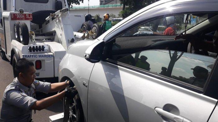 Mobilnya Diderek Dishub, Usep Gagal Ambil Penumpang di Halte Stasiun Cawang