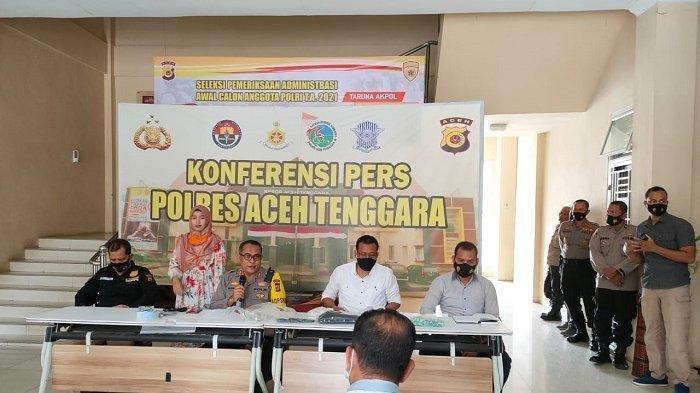 Penetapan tersangka kasus kematian mama muda DL (28) dilakukan dalam konferensi pers di Mapolres Aceh Tenggara yang dipimpin Kapolres Aceh Tenggara AKBP Wanito Eko Sulistyo SIK, Kasat Narkoba Iptu Sabrianda dan dihadiri Kasat Reskrim AKP Suparwanto SH di Mapolres Aceh Tenggara, Kutacane, Jumat (16/4/2021).