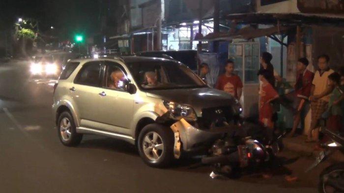 Pengendara Toyota Rush Tabrak 3 Pemotor di Tebet, 1 Orang Dibawa ke Rumah Sakit