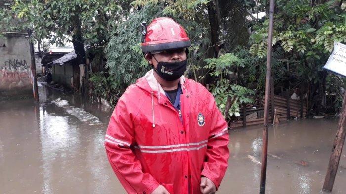 Damkar Kerahkan Tiga Mobil Pompa Sedot Banjir 50 Cm di Cipinang Melayu