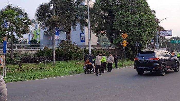 Banyak Pengendara Motor Nyasar Nyaris Masuk ke GT Bekasi Barat Gara-gara Lihat Google Maps - pengendara-motor-nyasar-nyaris-masuk-tol-bekasi.jpg