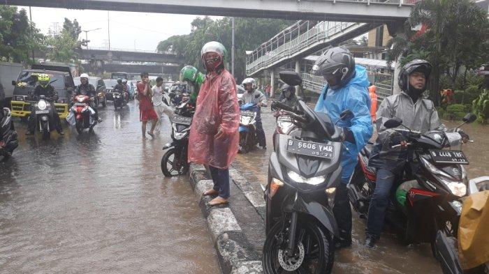 Hujan Lebat Tenggelamkan 54 Ruas Jalan di Jakarta, Berikut Areanya