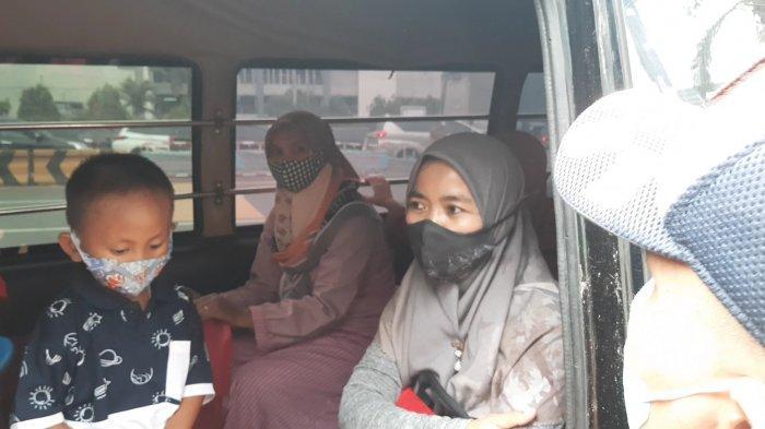 Pulang Belanja Baju Lebaran, Pengendara Mobil Travel Ini Terjarng Penyekatan di GT Bekasi Barat