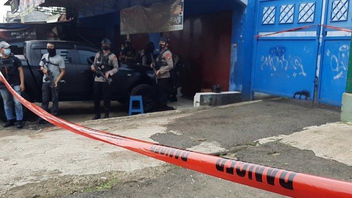 Dentuman Terdengar Dari Dalam Rumah Terduga Teroris di Bekasi, Barang Bukti Bom Dimusnahkan