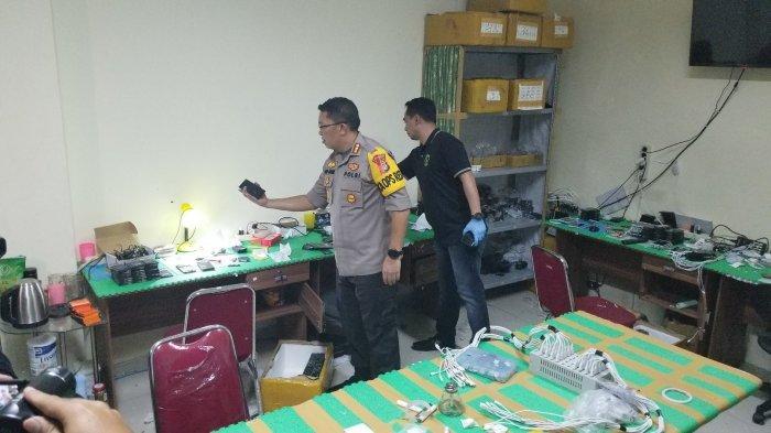Polisi Buru Otak Pabrik Rumahan Ribuan Handphone Rekondisi di Alam Sutera