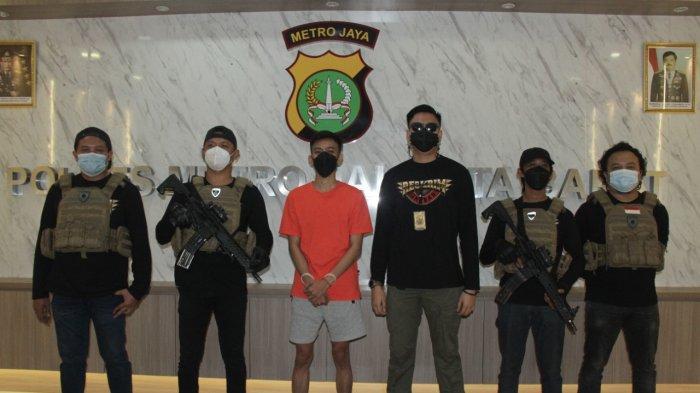 Penipu Pencatut nama Jokowi saat ditangkap Polres Metro Jakarta Barat.
