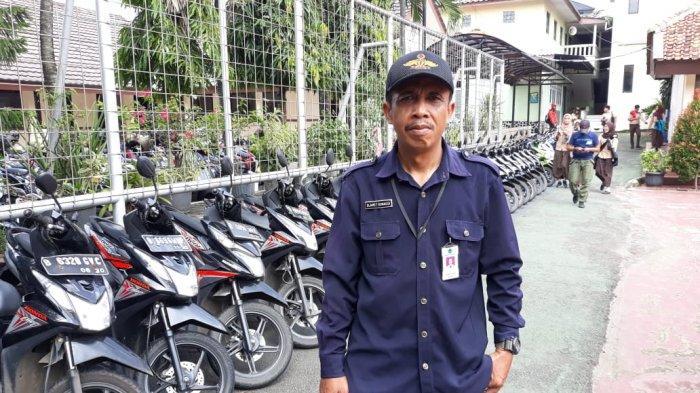 Slamet Gunaedi, Sosok Penjaga Sekolah yang Mengatur Parkir Sepeda Motor Sesuai Warna dan Jenis