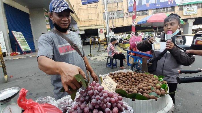 Berkah Ramadan, Dagangan Suparno Si Penjual Anggur Laris Manis: Pernah Dikejar Satpol PP