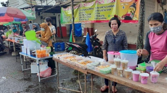 Penjual es di Jalan Wana Kencana, yang terlerak di area Granada Square BSD, Rawa Buntu, Serpong, Tangerang Selatan (Tangsel), Selasa (13/4/2021).