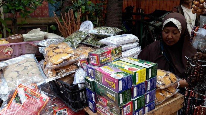 Perayaan Imlek Menguntungkan Penjual Obat Herbal di Petak Sembilan