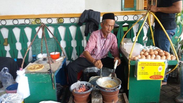 Pedagang Kerak Telor di Monas Raup Omzet Rp 5 Juta Pada Akhir Pekan