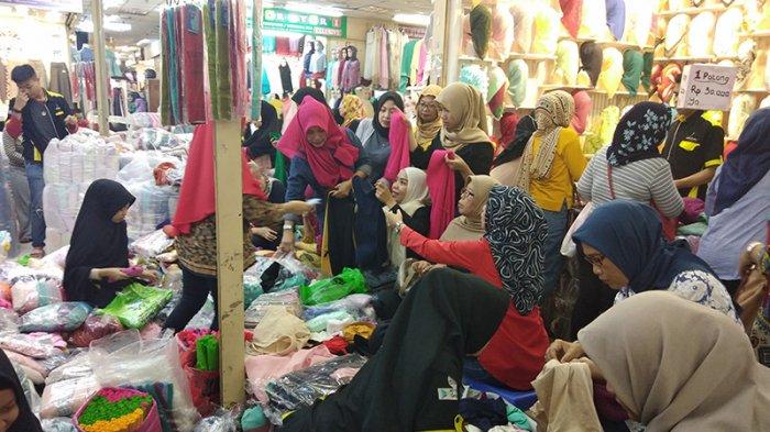 Ada Kerumunan Lagi di Toko Thamrin City, Pengunjung Berebut Belanja: Jangan Dorong-dorong Woy