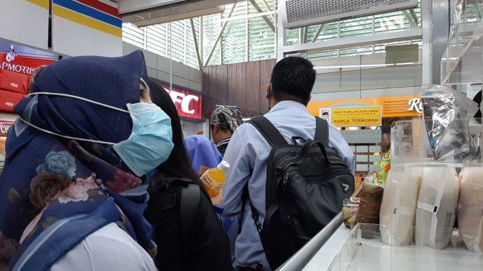 Sudah Habis, Minimarket di 3 Stasiun KRL Tak Tahu Kapan Stok Masker & Cairan Pencuci Tangan Datang