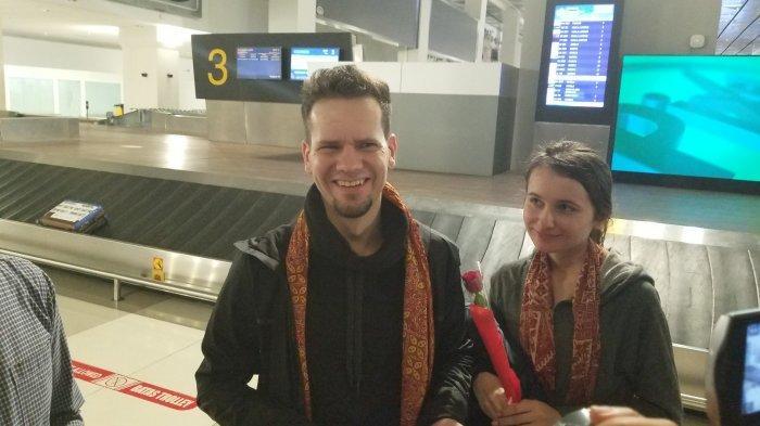 Penumpang Pertama Tahun 2020 Bandara Soekarno-Hatta Diberikan Kejutan