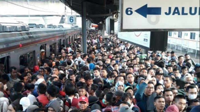 Anies Baswedan: Mulai Besok Sore KRL Tak Berhenti di Stasiun Tanah Abang