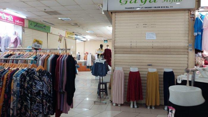 Penurut pantauan TribunJakarta.com di Thamrin City siang ini, tepatnya di Pusat Busana Muslim memang hanya ada titik-titik tertentu yang ramai dengan deretan kios pedagang.