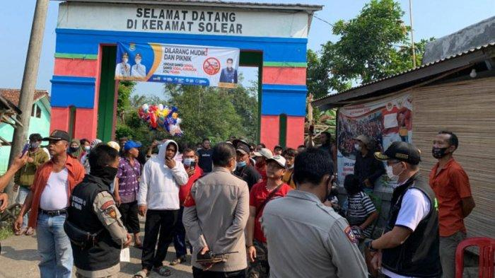 Bubarkan Kerumunan, Bupati Tangerang Tutup Wisata Religi Keramat Soelar Hingga Pantai Tanjung Pasir