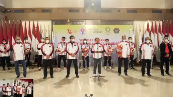Greysia Polii dan Apriyani Rahayu Mendarat di Bandara Soekarno-Hatta, Langsung Disambut Menpora