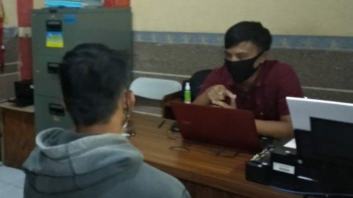 Terduga penyebar puluhan video telanjang perempuan di bawah umur diperiksa di Unit PPA Satreskrim Polres Tasikmalaya Kota, Rabu (2/6) malam.
