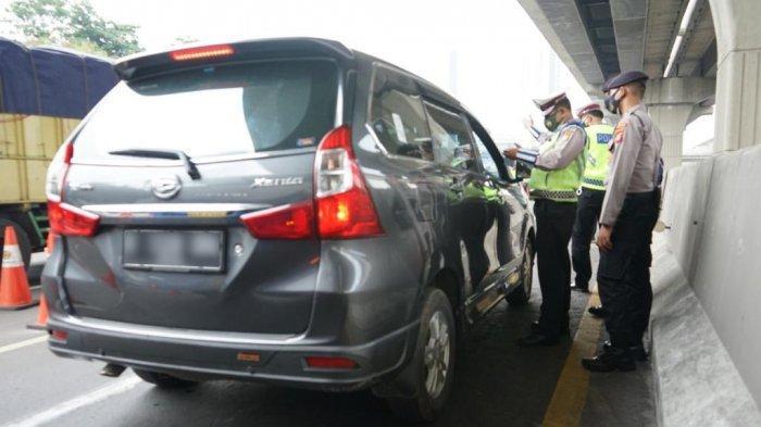 648 Kendaraan Diminta Putar Balik di Pos Penyekatan Gerbang Tol Cikarang Barat