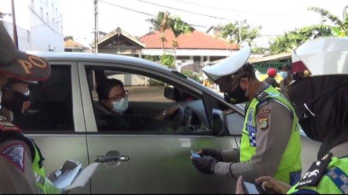 PPKM Darurat Berlaku, Pelat Daerah Diputar Balik di Jalan Kalimalang: Tak Bisa Sembarang Masuk DKI