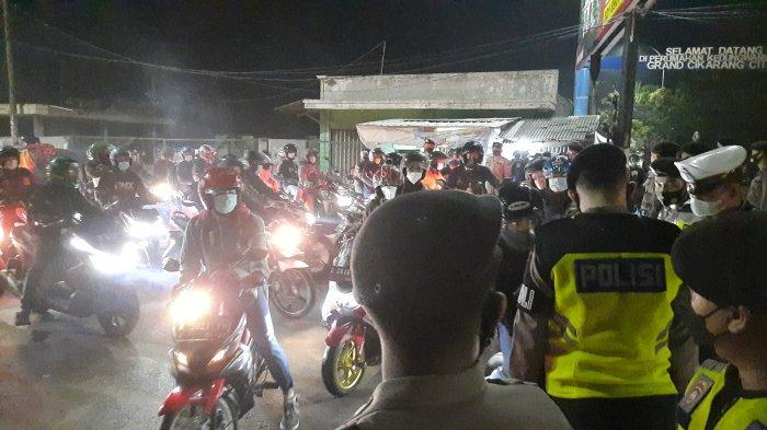 Serbu Pos Penyekatan Perbatasan Kabupaten Bekasi-Karawang, Tekad Bulat Pemudik Ogah Diputar Balik