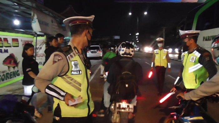 Polisi tambah pos penyekatan mudik di Kota Bekasi, Senin (10/5/2021).