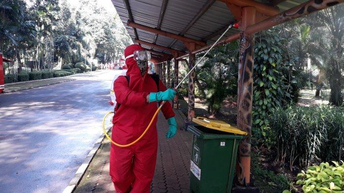 Taman Margasatwa Ragunan Disemprot Disinfektan Jelang Dibuka untuk Umum