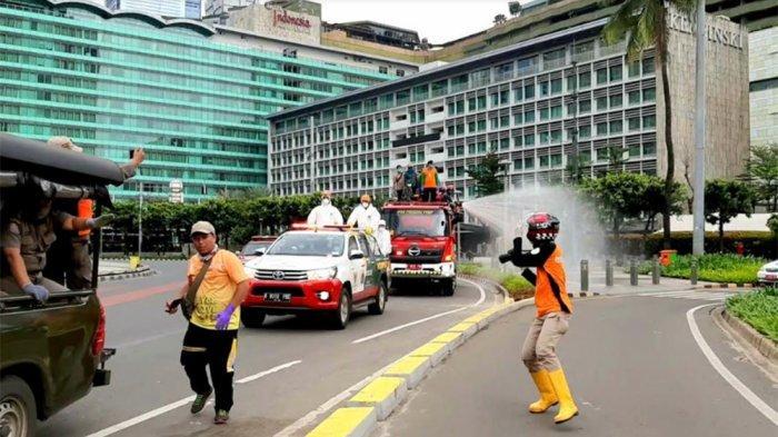 Hari Ini, Sejumlah Ruas Jalan di Jakarta PusatKembali Disemprotkan Cairan Disinfektan