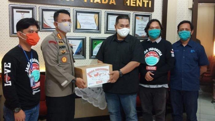 Tribunnews.com dan Brand Fashion Cardinal Serahkan 3.000 Masker Kain untuk Polresta Solo