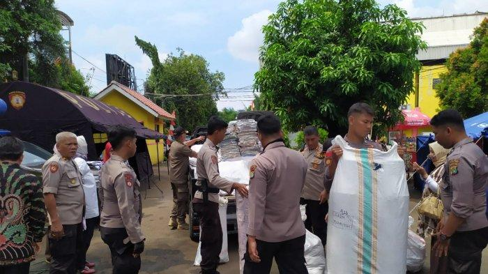 2.500 Satpam Urunan Beli Perabot Rumah untuk Korban Banjir di Jakarta Timur