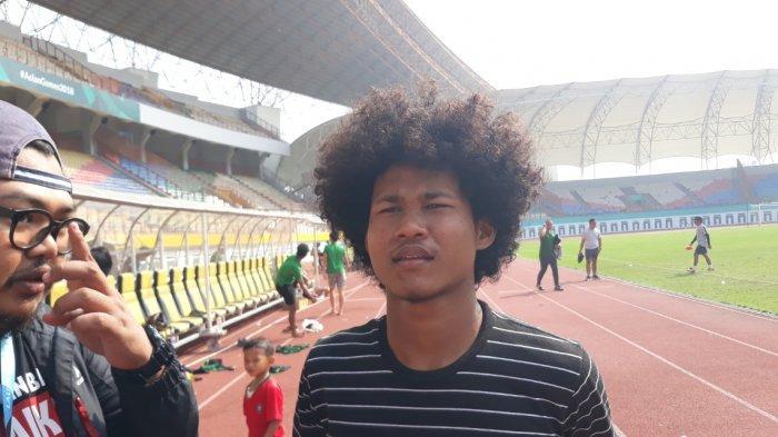Penyeran andalan Timnas Indonesia U-19, Amiruddin Bagus Kahfi saat ditemui selepas mengikuti pemusatan latihan di Stadion Wibawa Mukti, Cikarang, Jawa Barat, Senin (17/6/2019). (TribunJakarta/Wahyu Septiana)