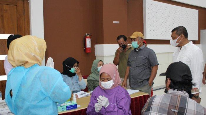 Wali Kota Bekasi Rahmat Effendi saat meninjau pelaksanaan vaksinasi massal serentak di 560 titik, Sabtu (4/9/2021).