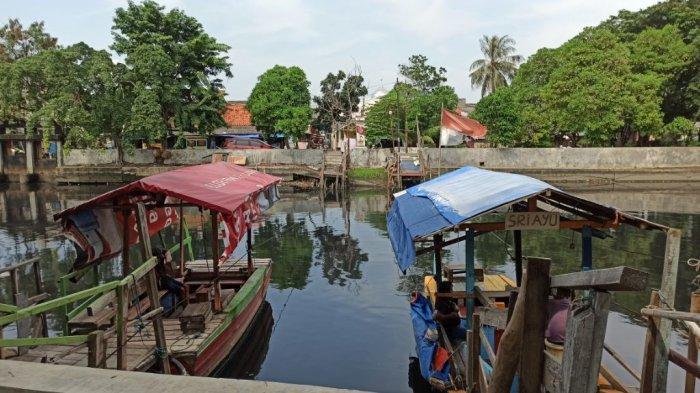 Penarik Perahu Eretan di Kali Sunter Kehilangan Pelanggan Gegara Siswa Belajar di Rumah
