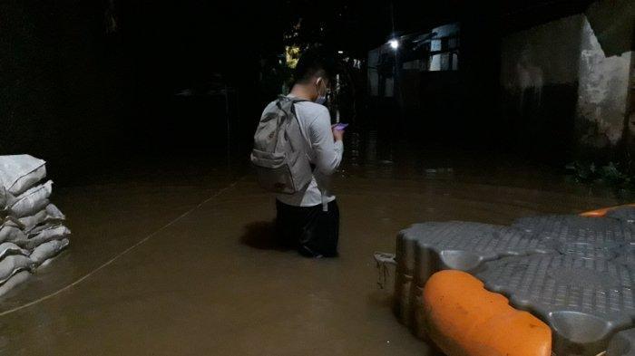 Terendam Banjir, Jalan Kapten Tendean Arah Mampang Tak Bisa Dilalui Kendaraan