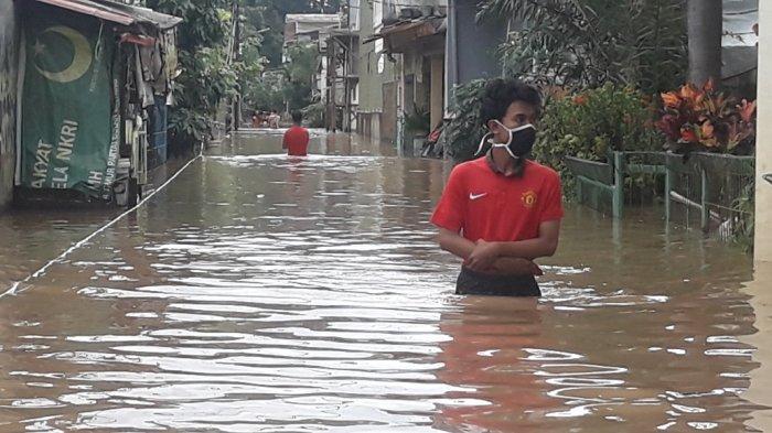 Nia Pasrah Harus Bersihkan Rumah Berkali-kali Akibat Terdampak Banjir dalam Satu Pekan Ini