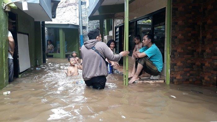 Permukiman warga Kebon Pala, Kelurahan Kampung Melayu, Kecamatan Jatinegara yang terdampak banjir luapan Kali Ciliwung, Rabu (23/6/2021).