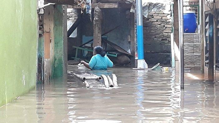 Dua RW di Kebon Pala Terendam Banjir 1 Meter Imbas Luapan Kali Ciliwung