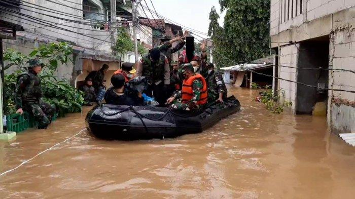 Cuaca Ekstrem hingga Ancaman Banjir, Anies Baswedan Minta Orang Tua Awasi Anaknya
