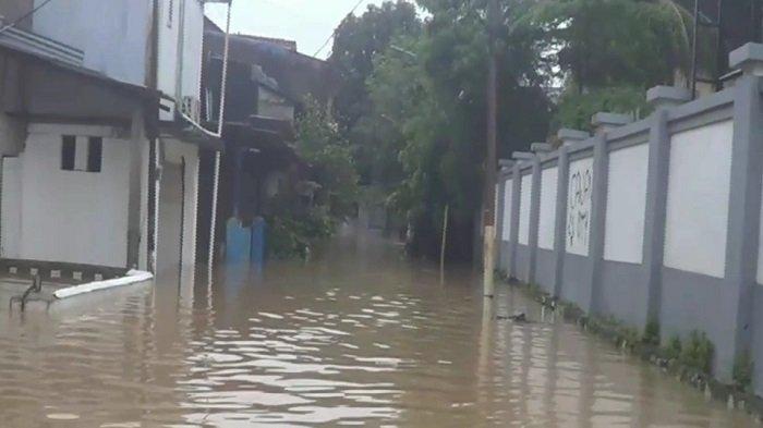 Sempat Surut, Banjir Setinggi 1,5 Meter Kembali Menggenangi Kelurahan Bidara Cina