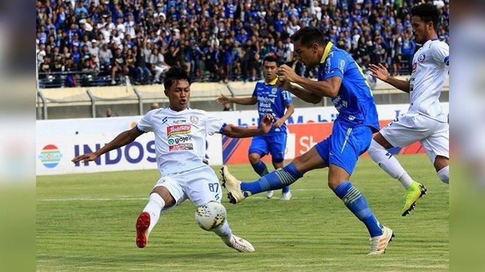 Omid Nazari dalam laga Persib Bandung vs Arema FC di lanjutan Liga 1 2019 di Stadion Si Jalak Harupat, Soreang, Selasa (12/11/2019).