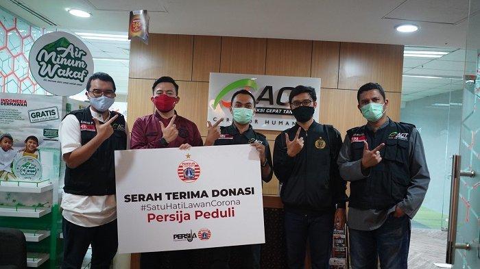 Bantu Perangi Covid-19, Persija Jakarta Salurkan Paket Sembako di 5 Wilayah Jakarta Bareng ACT