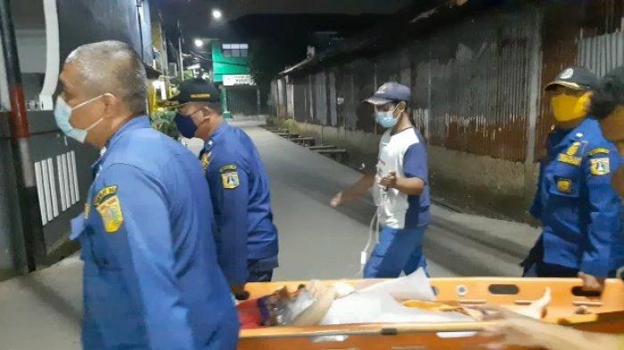 Personel Damkar Evakuasi Ibu yang Melahirkan di Rumah Secara Prematur ke Bidan