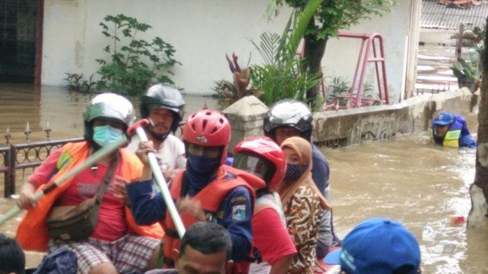 Warga Korban Banjir di Jakarta Timur Bisa Minta Bantuan Evakuasi ke Damkar Melalui Whatsapp