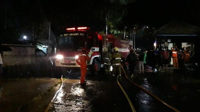 Tempat Percetakan Alquran di Cakung Terbakar, Damkar Kerahkan 11 Unit Mobil Pompa