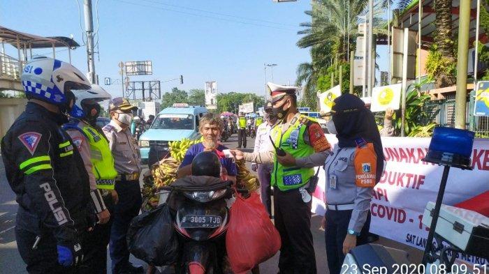Sopir Angkot di Kramat Jati Lebih Patuhi Protokol Kesehatan Dibanding Pengemudi Mobil Pribadi