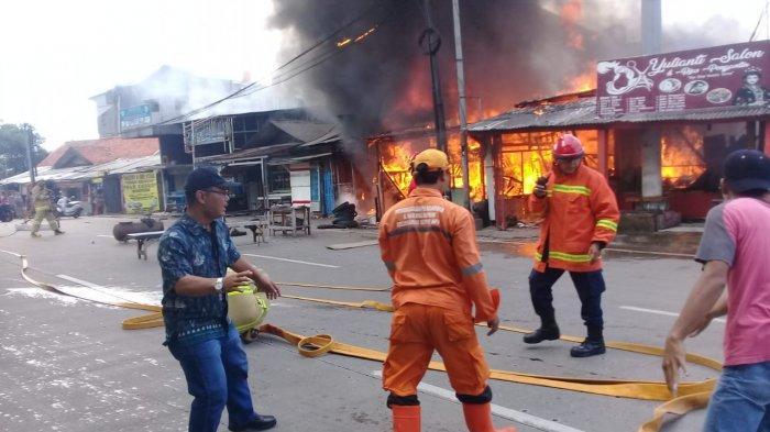 Kebakaran di Rumah Warga Bambu Apus Jakarta Timur, 13 Mobil Damkar Dikerahkan