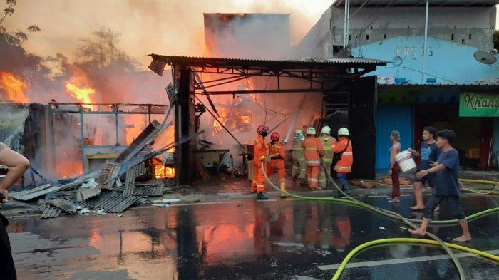 Kebakaran di Pondok Kopi Duren Sawit, Damkar Jakarta Timur Kerahkan 17 Unit Mobil Pompa