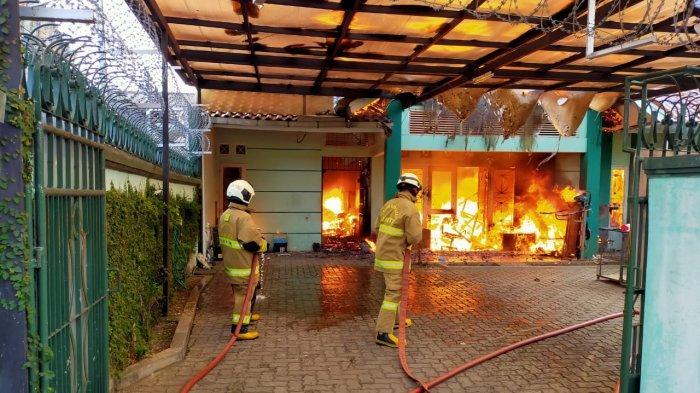 Pemilik Pergi Tinggalkan Kompor yang Masih Menyala untuk Memasak, Rumah di Batu Ampar Terbakar