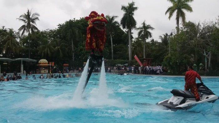 Cap Go Meh di Atlantis Ancol Menyajikan Keseruan Barongsai Naik Flyboard